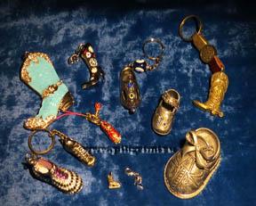 коллекция сувенирных миниатюрных туфелек